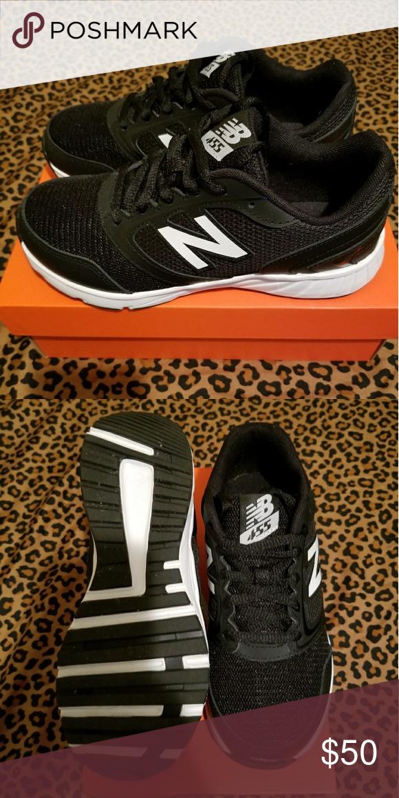 Euc New balance sneakers 5.5 boys youth