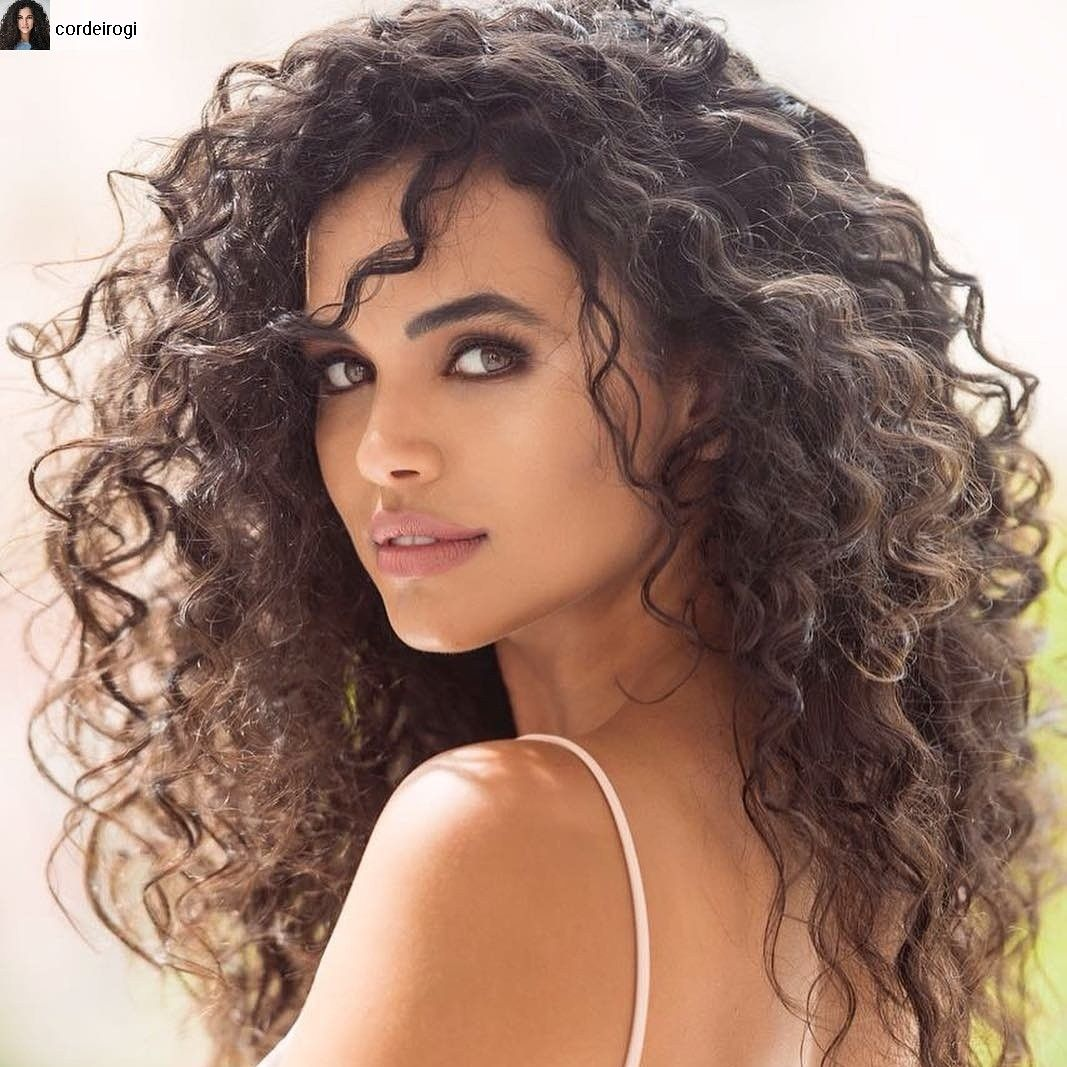 Ana Paula Arosio Sexo curly hair. it's so hard to just let the frizz be | curly