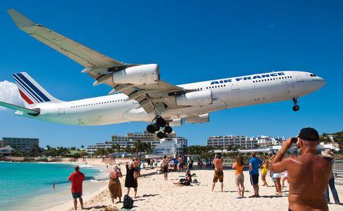 Watch The Planes At Sxm Like This Air France A 340 Yessss Air France Beach Maho Beach St Maarten