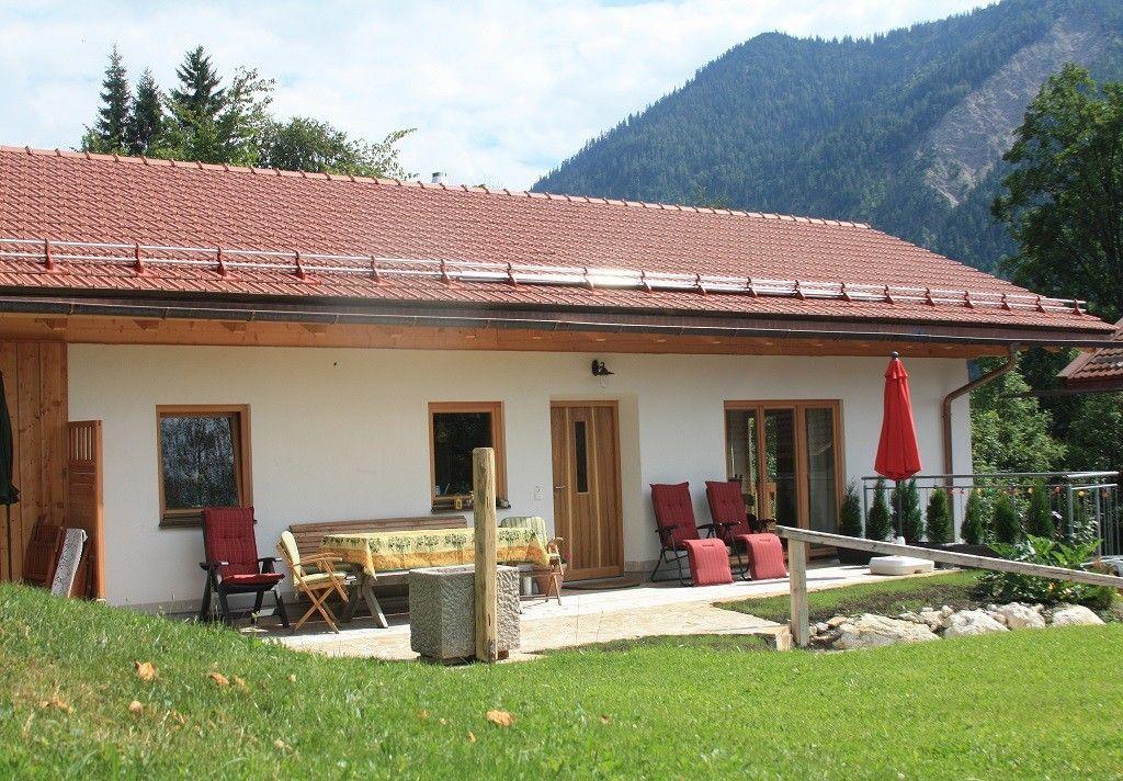 Villa Rosen in Osterhofen: 5 Schlafzimmer, für bis zu 16 Personen ...