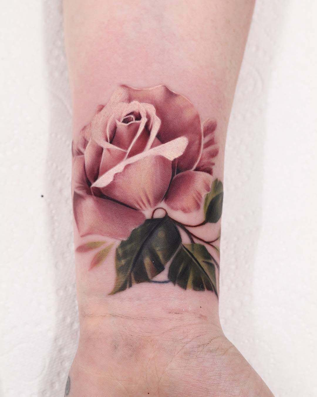 tea rose 3D realistic shoulder tattoo | slighty painful, totally ...