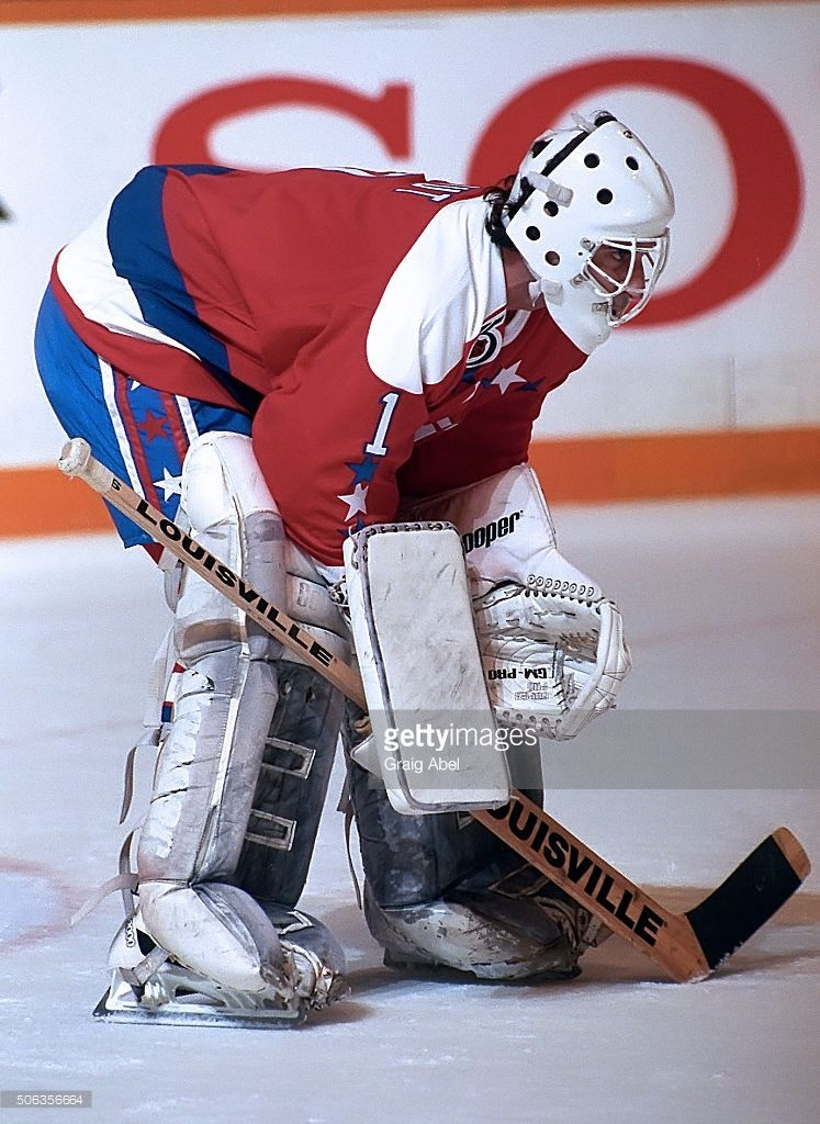 Mike Liut Of The Washington Capitals Prepares For A Shot During Nhl Picture Id506356664 747 1024 Hockey Goalie Caps Hockey Washington Capitals