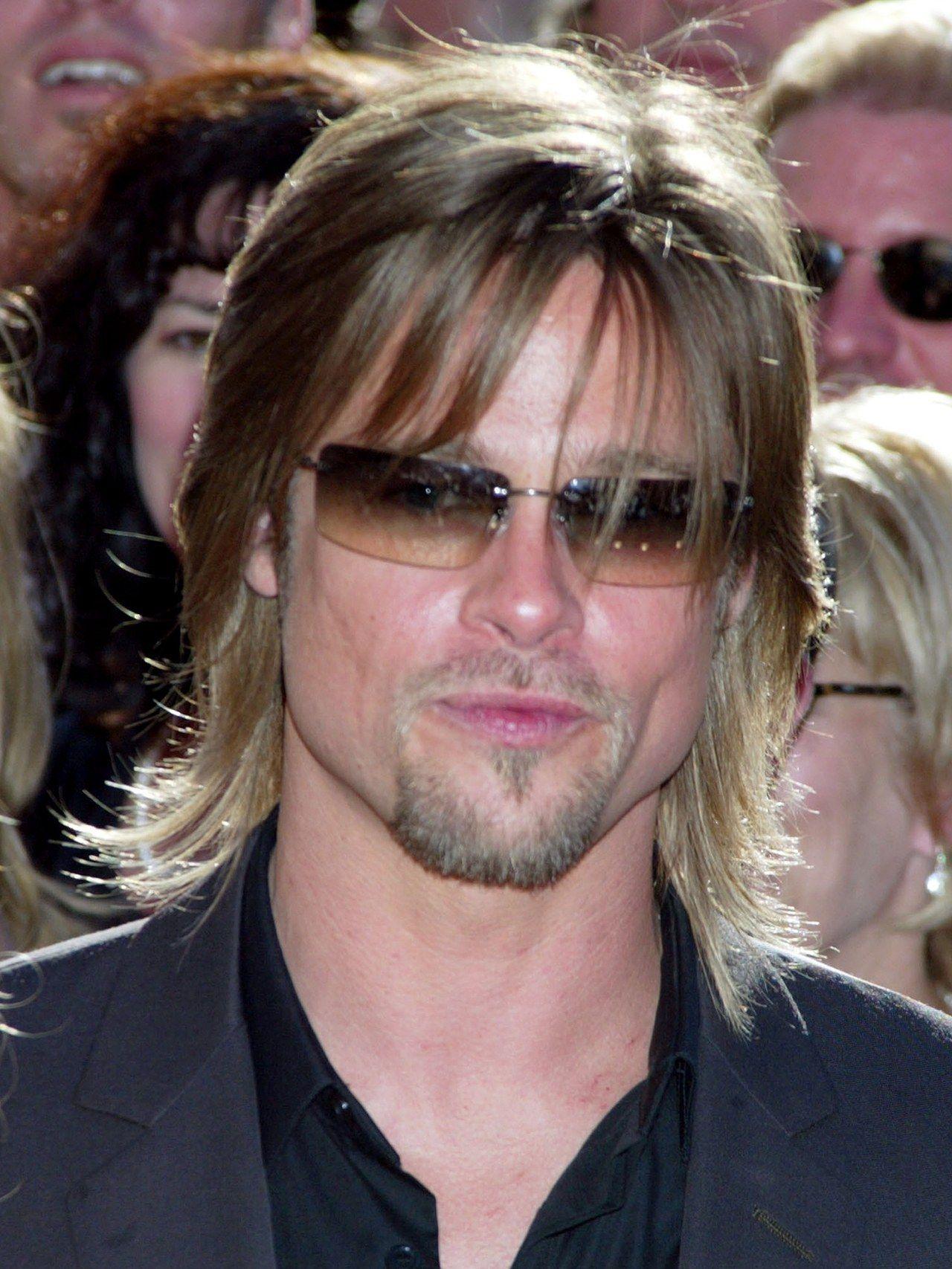 16 Looks That Prove Brad Pitt Is A Grooming God Brad Pitt Brad Pitt Haircut Brad