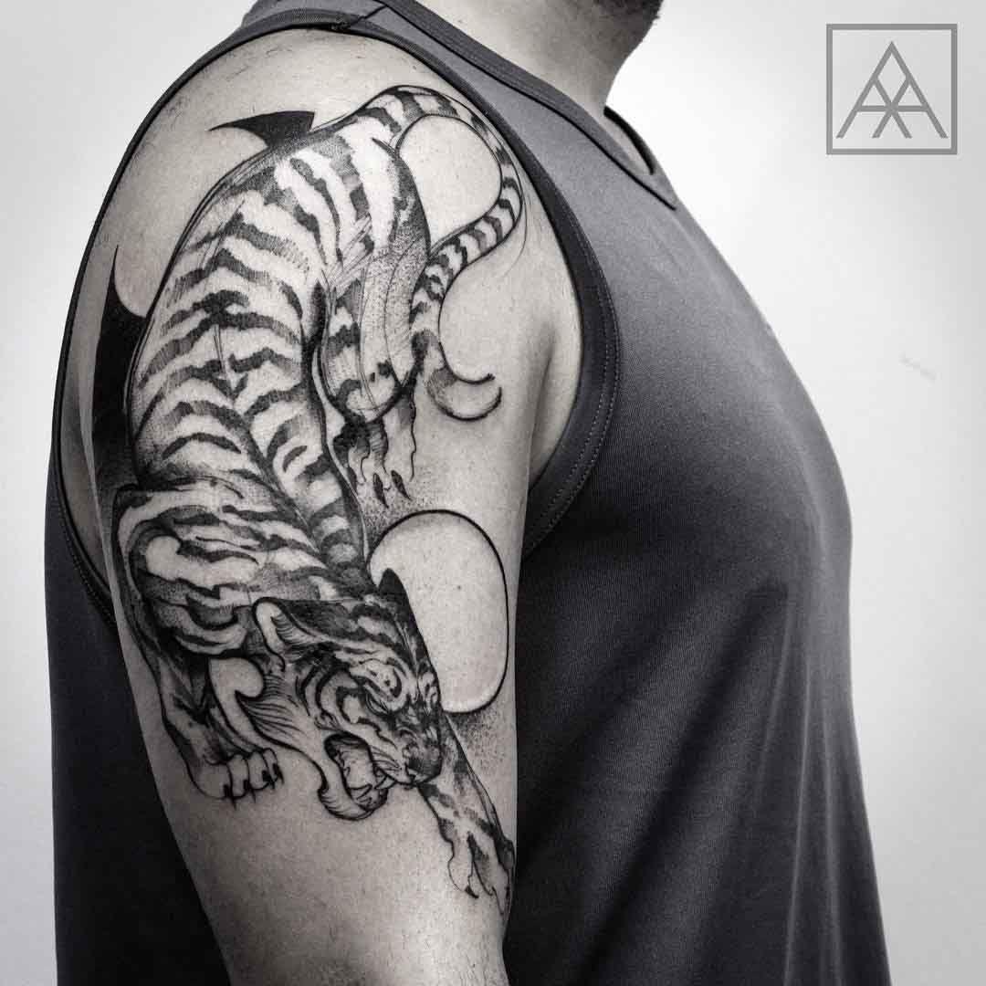 Cool tiger tattoo on shoulder tattoos pinterest for Cool tiger tattoos