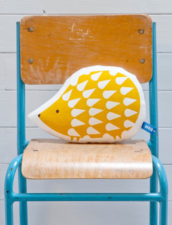 Hand Screen Printed Hedgehog Pillow in Mustard par robinandmould, £18.00
