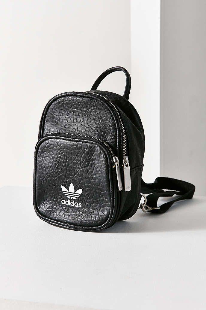 ayudante Vislumbrar lavar  adidas Originals Classic Mini Backpack | Mini backpack, Adidas bags, Mini  backpack outfit