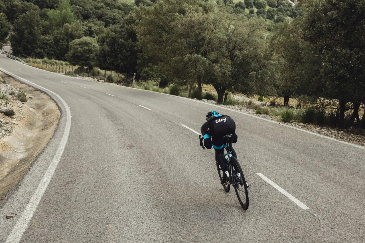 Los descensos en bicicleta son mucho más fáciles que las subidas, un largo y sinuoso descenso es la oportunidad para apreciar el paisaje y concentrarse