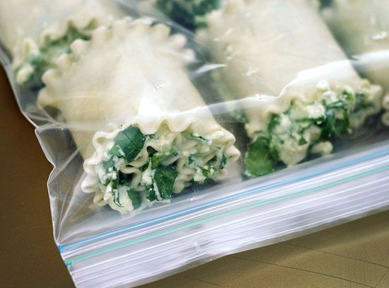 Spinach Lasagna Rolls that can be frozen individually!- do this with the chicken and cheese lasagna roll ups