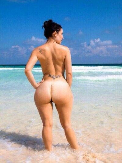 Nude phat ass in beach