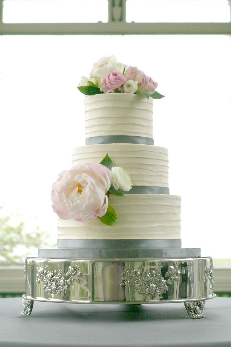 Wedding cake and flower design by Lynn Palmer Cakes | My Wedding ...