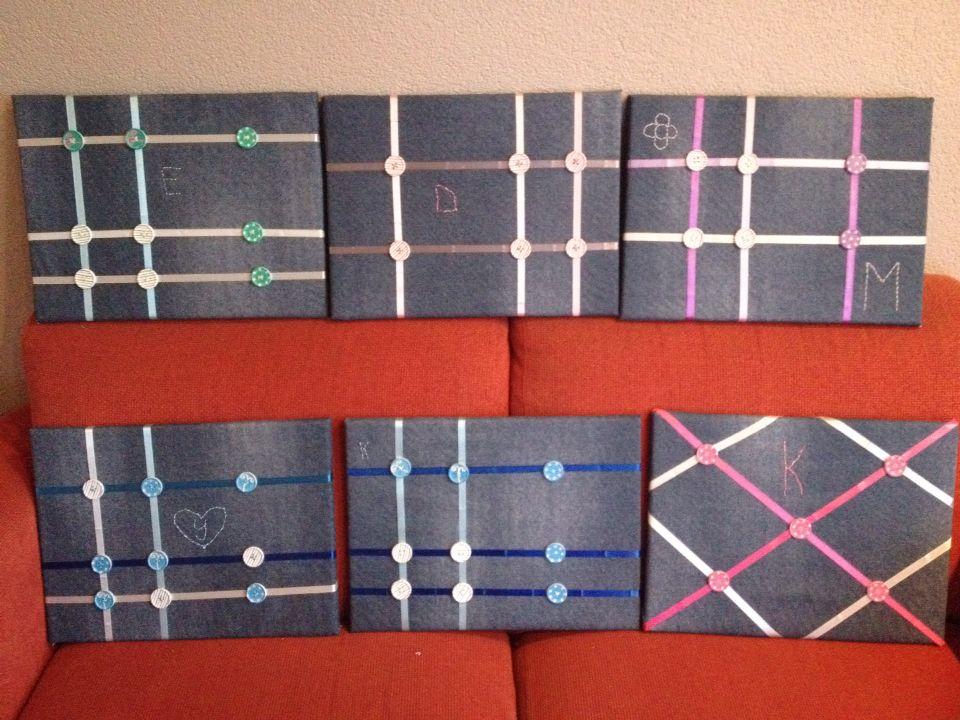 Meiden feestje georganiseerd zelf memo borden gemaakt  met jeans stof, lint en knopen.