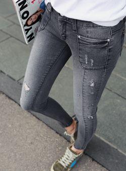 Today's Hot Pick :フロントポケット付切り替えデニムパンツ【iamyuri】 http://fashionstylep.com/SFSELFAA0002685/iamyuriijp/out 伸縮性の高いコットン混紡素材を使ったスキニーデニムパンツです。 タイトにフィットするタイプで美脚、脚長効果が◎!! フロントポケットとさり気ないスクラッチ加工がワンポイントに♪ 縦の切り替えラインがスリムなレッグラインを演出するスキニーデニムパンツ☆ ※ウォッシュ加工の特性上、色合いに差がでる事があります。