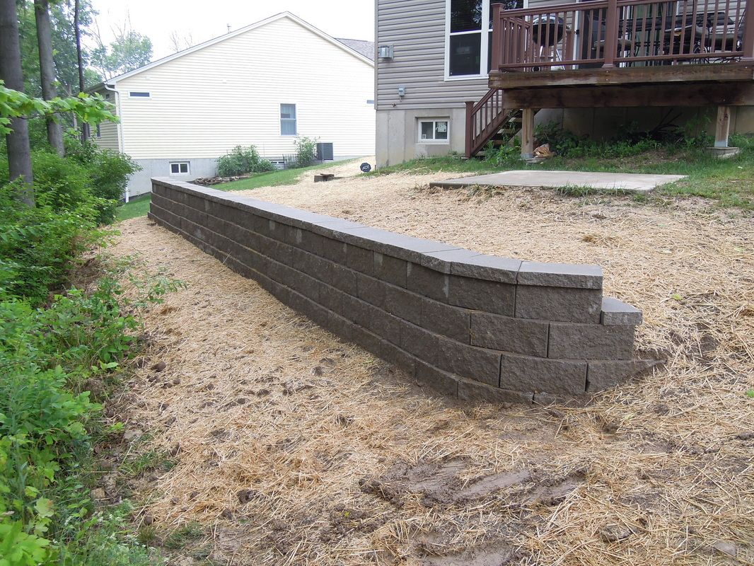 A 32 Long X 3 10 High Wall Using The Pavestone Anchor Diamond Pro Retaining Wall System With The Straight Face Profi Outside Living High Walls Wall Systems
