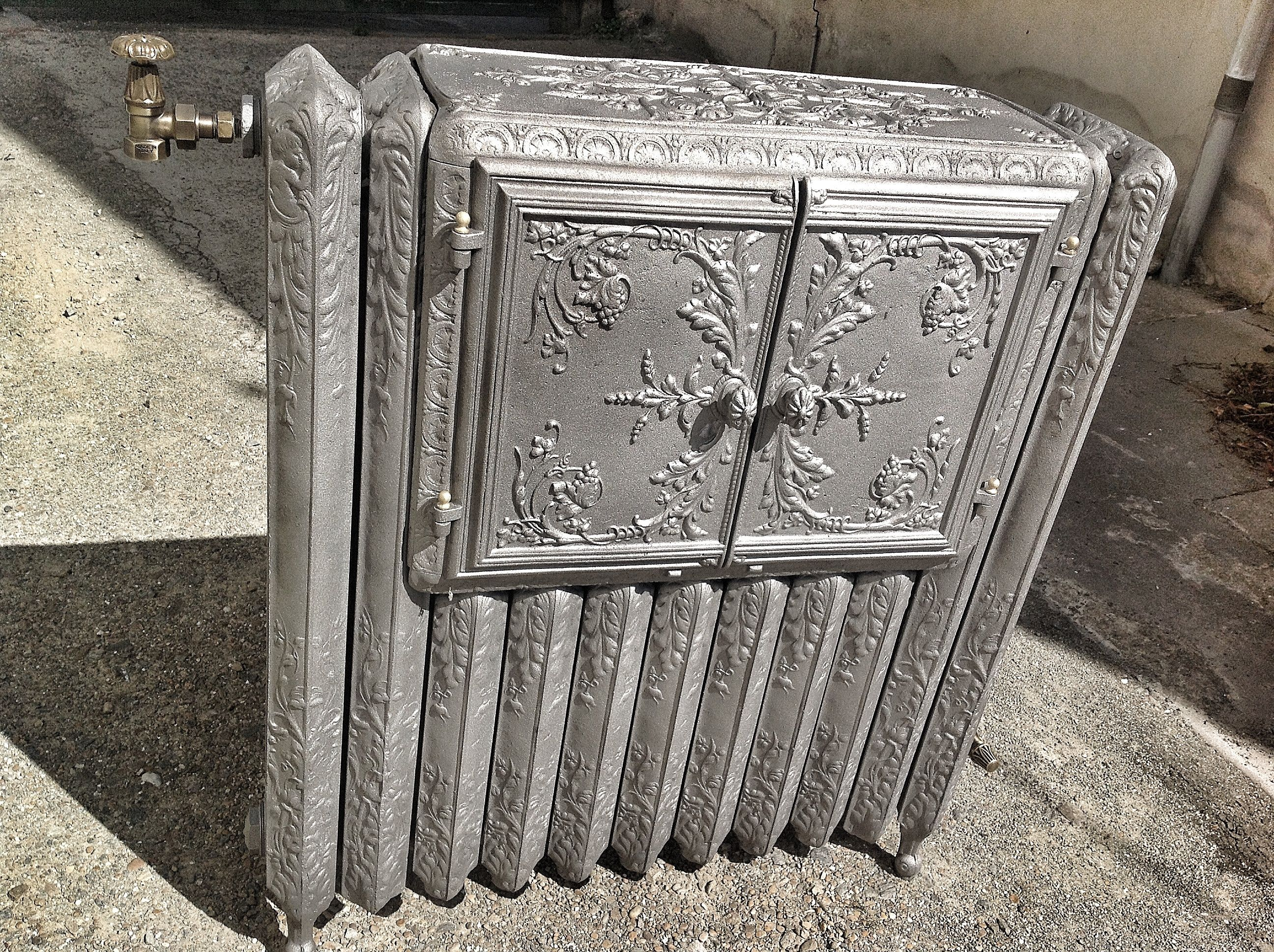 radiateur chauffe plat ancien 1900 fleurs de fonte. Black Bedroom Furniture Sets. Home Design Ideas