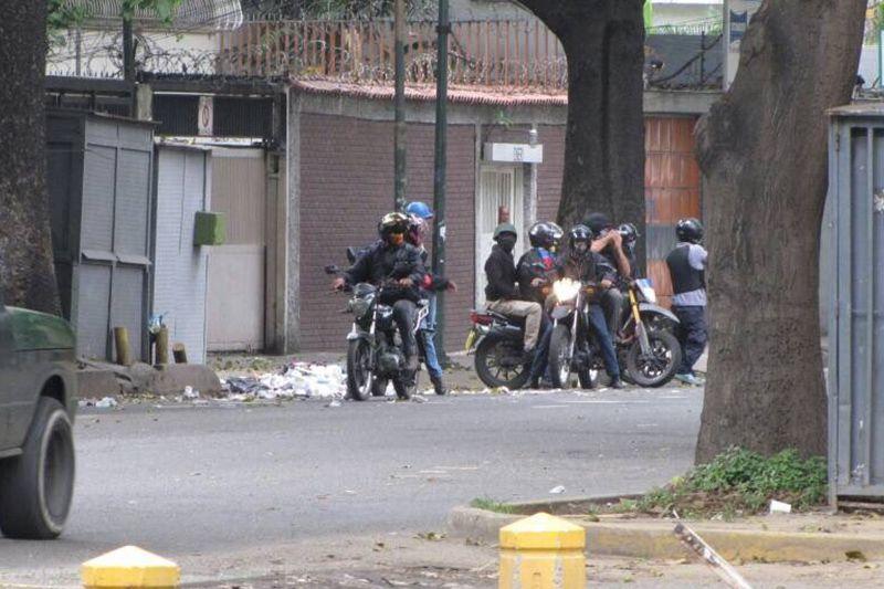 Colectivos armados protegidos por la GNB aterrorizan a vecinos de El Paraíso 8MAY - http://wp.me/p7GFvM-H6D