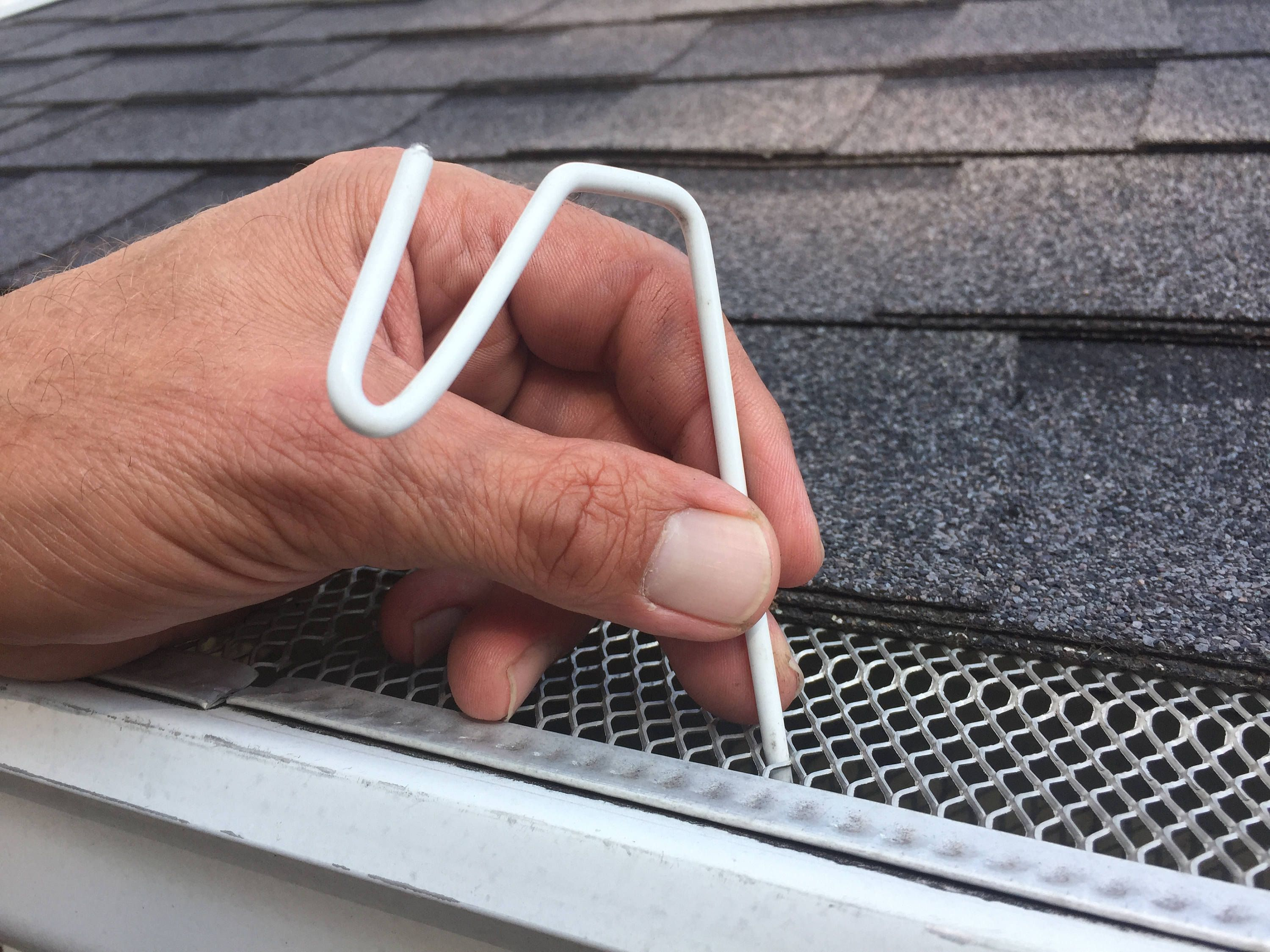 50 Ct White Christmas Hook Christmas Light Hanger For Gutters With Mesh Leaf Gutter Guard In 2020 Gutter Guard Light Hanger Christmas Light Hanger