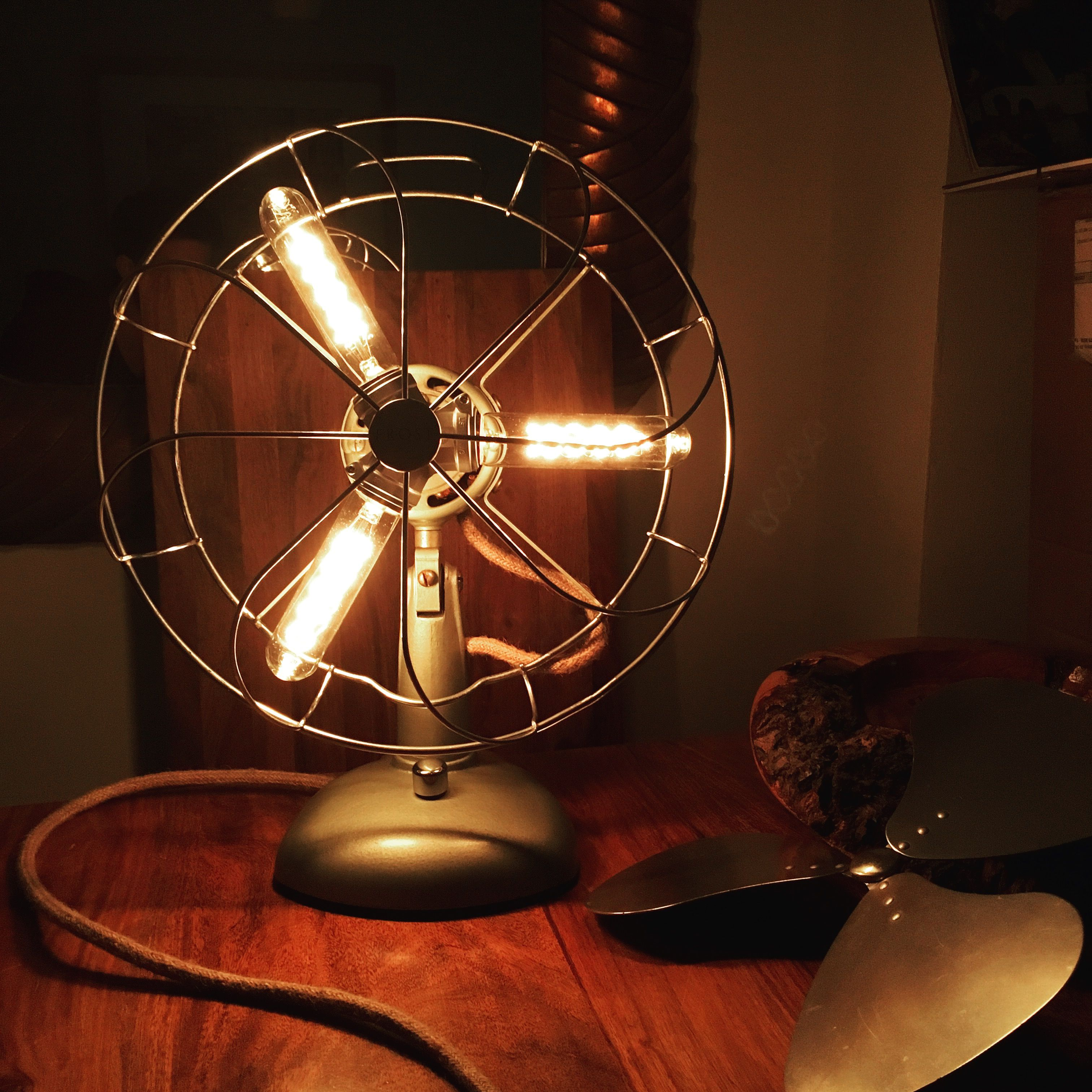 Conversion of a 1940s desk fan into a Steampunk dimmable