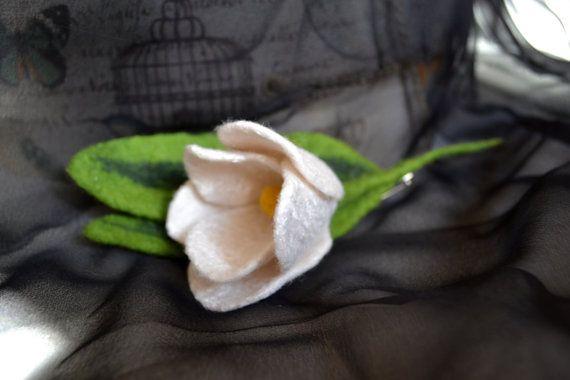 Brosche WhiteTulip, Filz, Brosche, Blume, Zubehör, präsentieren, handgemacht