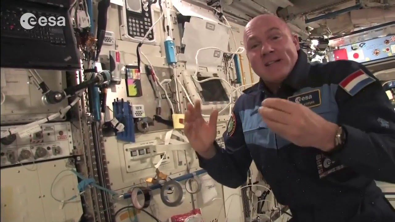 """Astronauts Busted Dropping Objects In """"Zero Gravity"""" ISS ..."""
