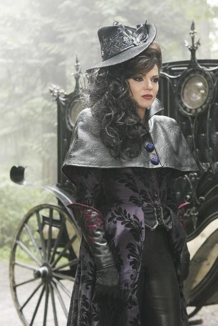 I think it would b so cool to be the evil queen from ouat on halloween >;D in this outfit, or....