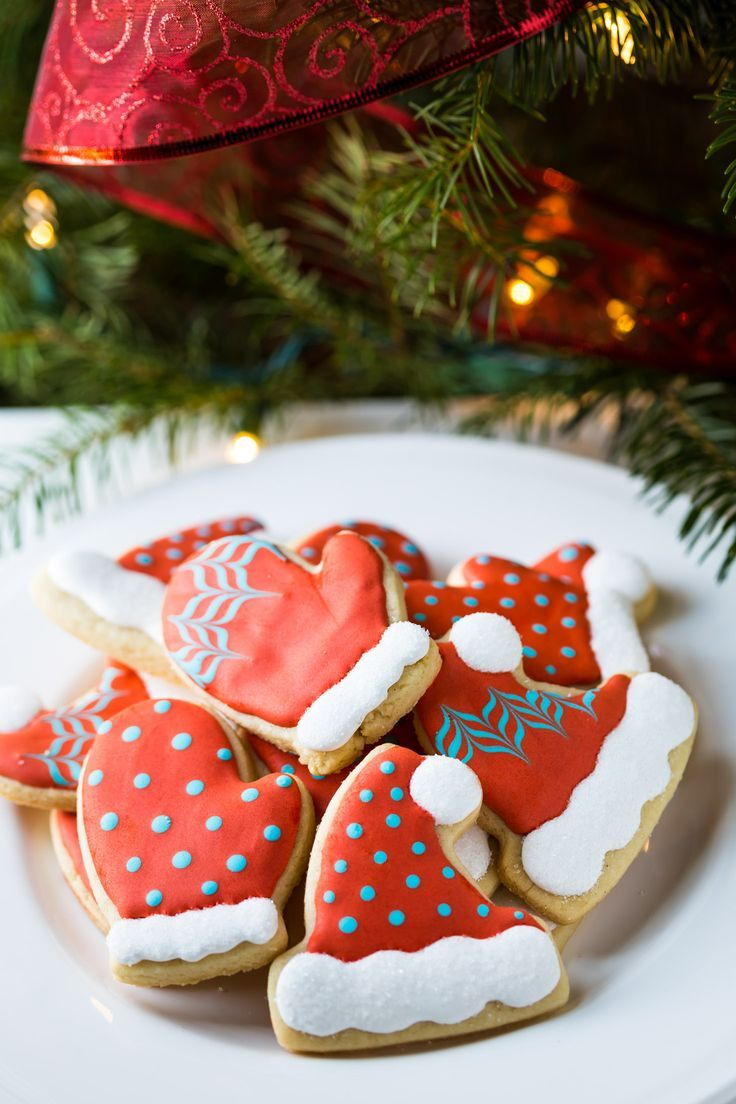 Aren't they adorable?! You can easily make these Hat and Mitten Decorated Cookies, click through to see my Cookie Decorating Tutorial in the post