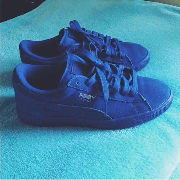 outlet store 53bb1 9ccf4 Royal Blue Suede Pumas! Size 7Y (grade school) I love these ...
