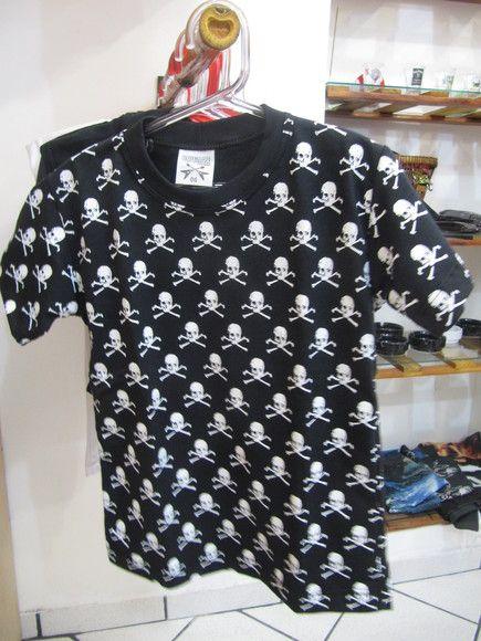 Camiseta Infantil Caveirinhas  Tamanho 6 anos R$29,00
