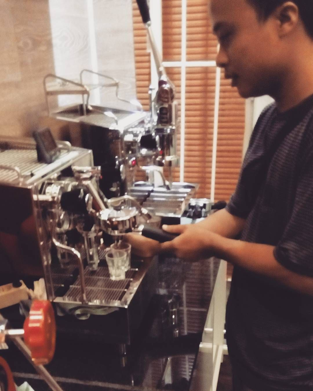 Jajal jualan mesin espresso... http://ift.tt/25bZ4Kr #fulcaff #espresso #barista #coffee #cappuccino #caffelatte #macchiato #flatwhite #americano #longblack #affogato #espressoconpanna #basicespresso #espressoshot #espressomachine #doubleboiler #espressotime #alexduetto #alexleva #mesinespresso #piston #lever #kursusbarista #baristaart #baristacourse #baristatraining #fulcaffeverywhere #fulcaffcoffee #fulcaffcafe www.fulcaff.coffee http://ift.tt/1VbgBi2