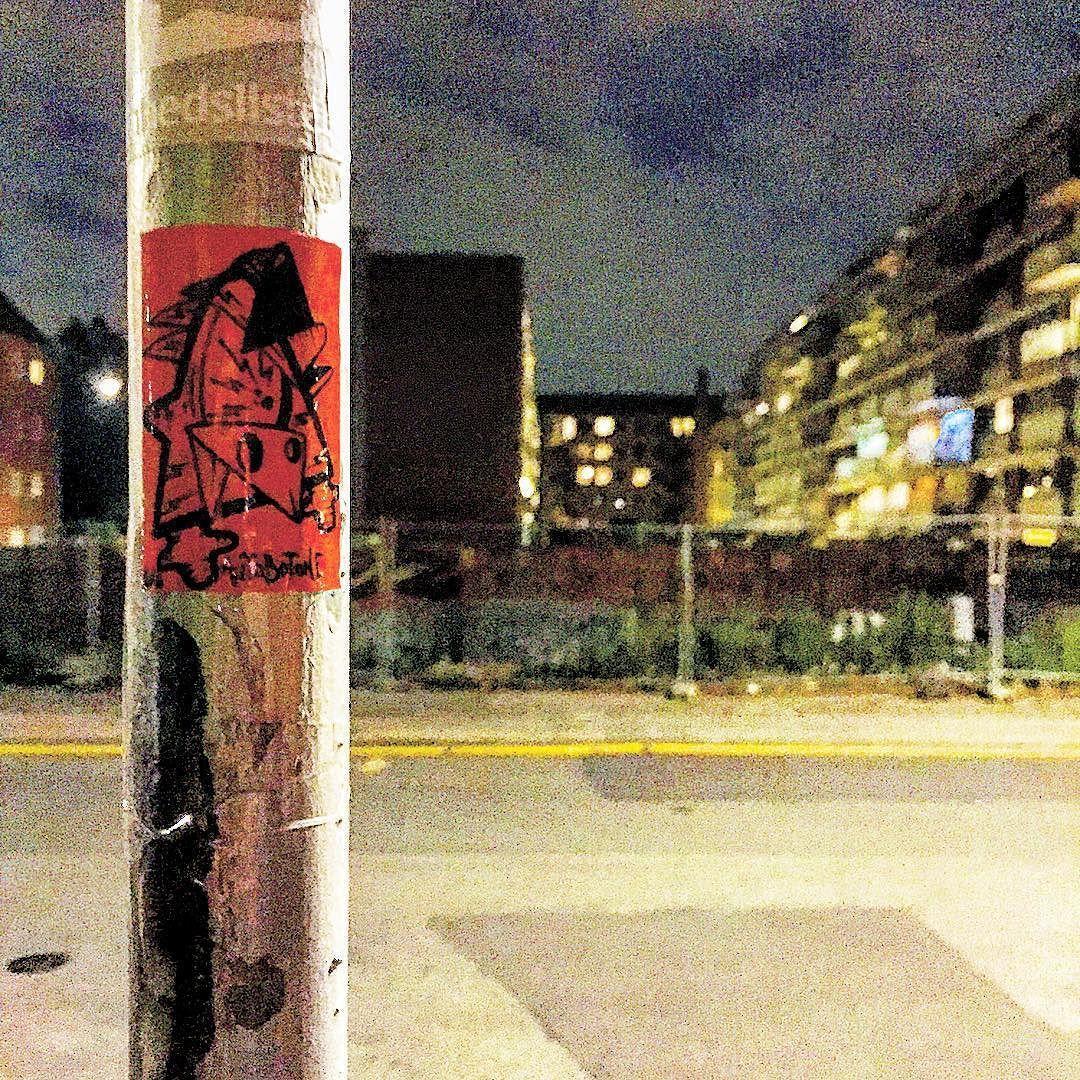 -all filters- #autobotone #denforbandedefugl #daarAlshaitan #københavn #copenhagen #streetart #streetartcph #streetartcopenhagen #stickers #stickerart #posca #molotow #character #bird #handmade #håndlavet #superlux #ikksåmegetfis #jegøvermigstadig by autobotone