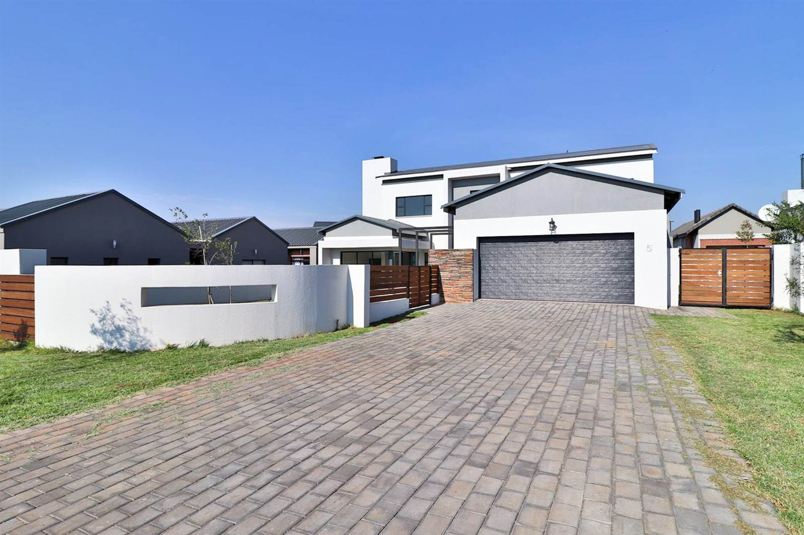 3 Bed House for sale in Midstream Estate T1812348