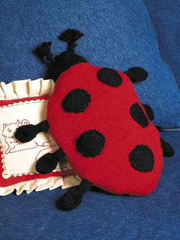 Ladybug Pillow: #knit #knitting #free #pattern #freepattern #freeknittingpattern #knittingpattern