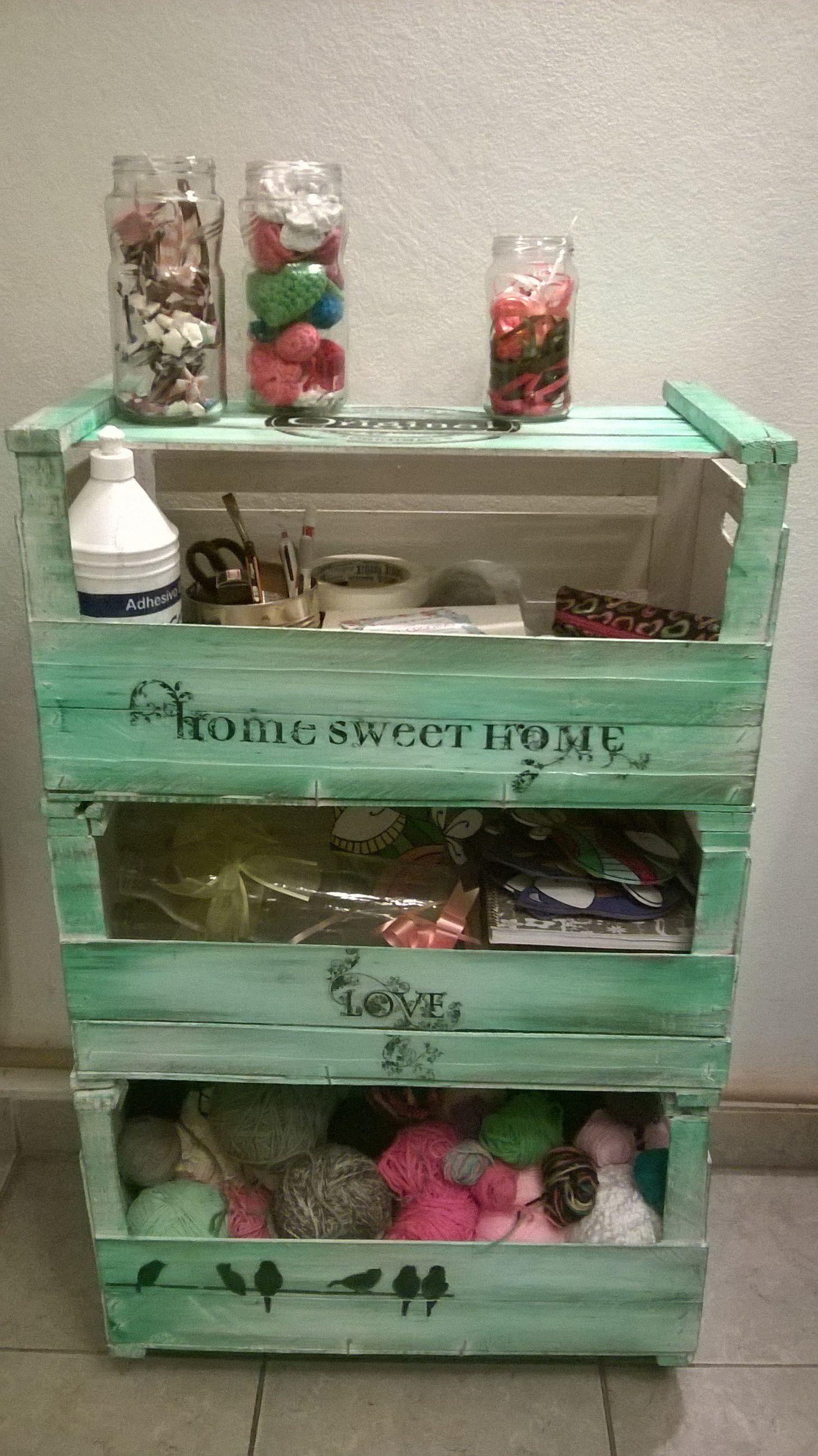 Con cajones de frutas muebles reciclados pinterest for Manualidades de muebles