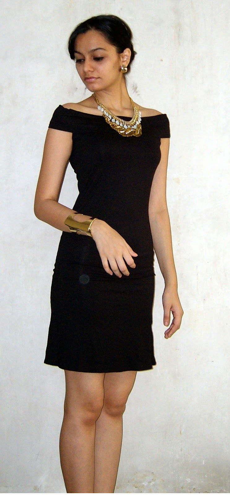How To Wear Lbd How To Layer Necklaces Gold Necklace Gold Leaf Necklace Little Black Dress Trendy Party Dresses Evening Dress Fashion Casual Party Outfit [ 1600 x 743 Pixel ]