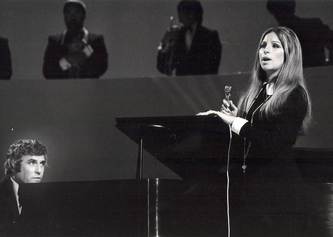 Barbra Streisand The Way We Were 1975 Http Www Youtube Com Watch V N Kpgh3wysw Barbra Streisand Barbra Girl Humor