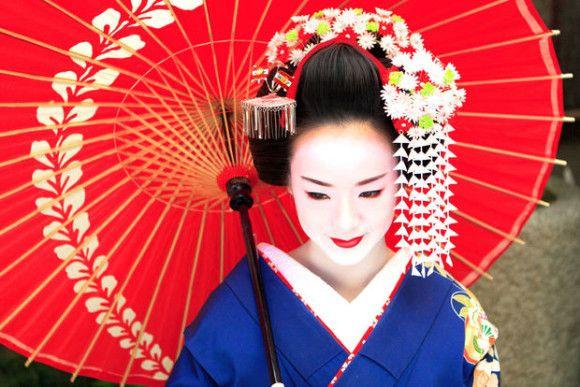 Maiko Makeover In Kyoto Gion Japanese Geisha Geisha Japan Beauty