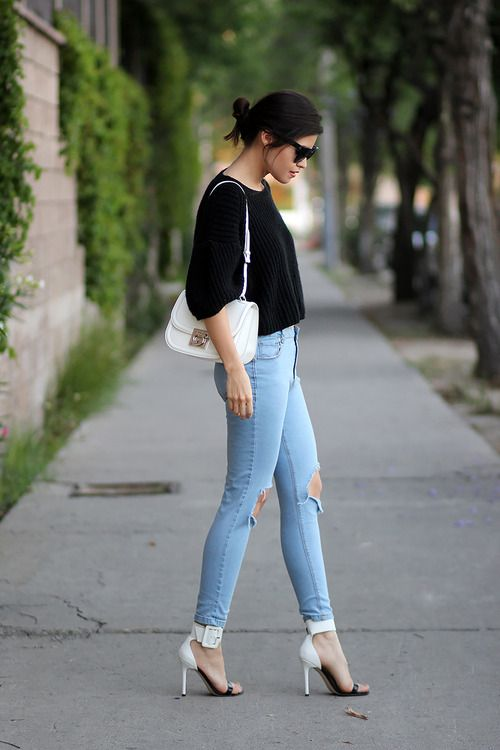 Light blue ripped skinny jeans outfit