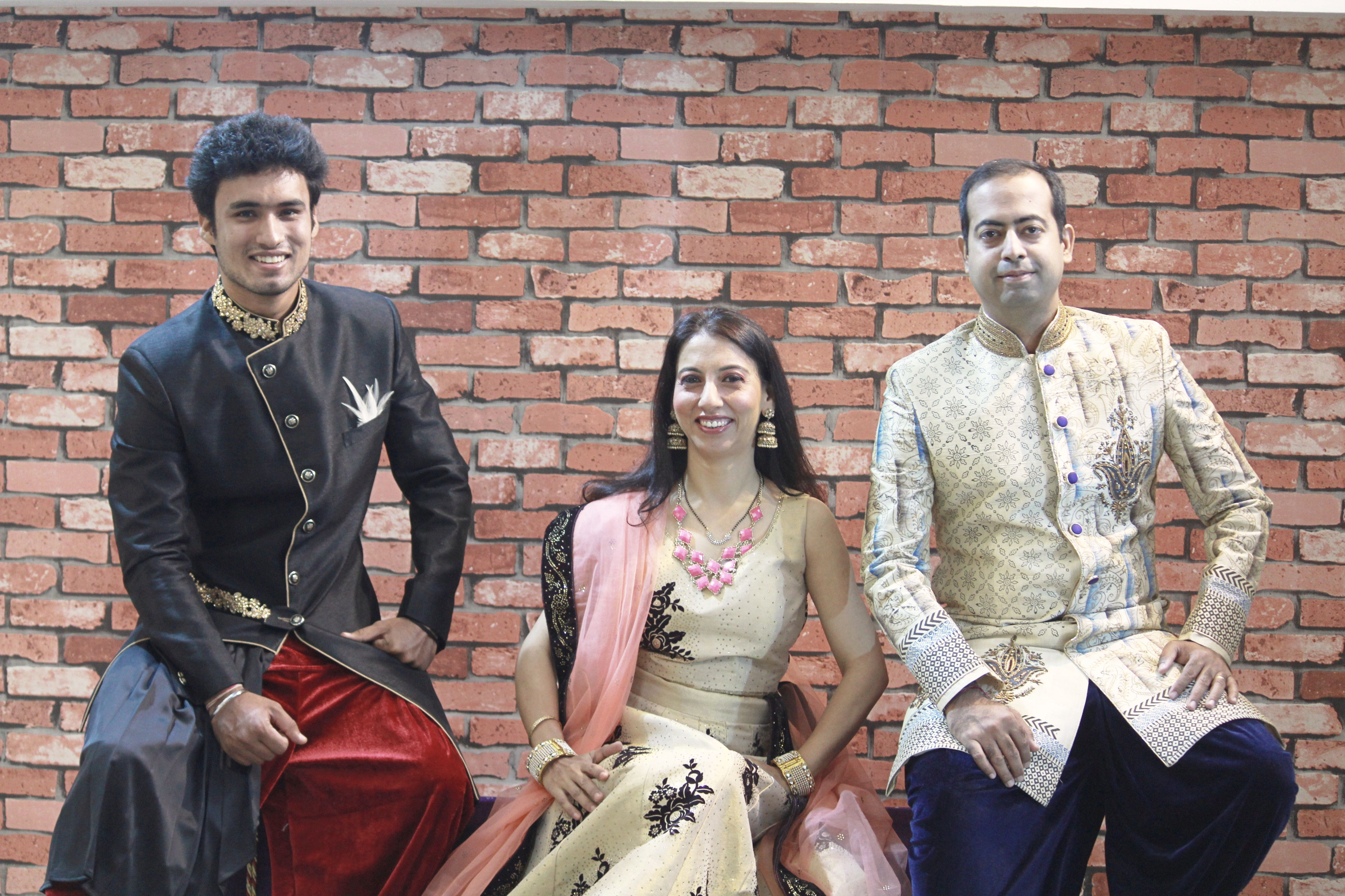 lehenga rent,rent lehenga,lehenga on rent,lehengas for