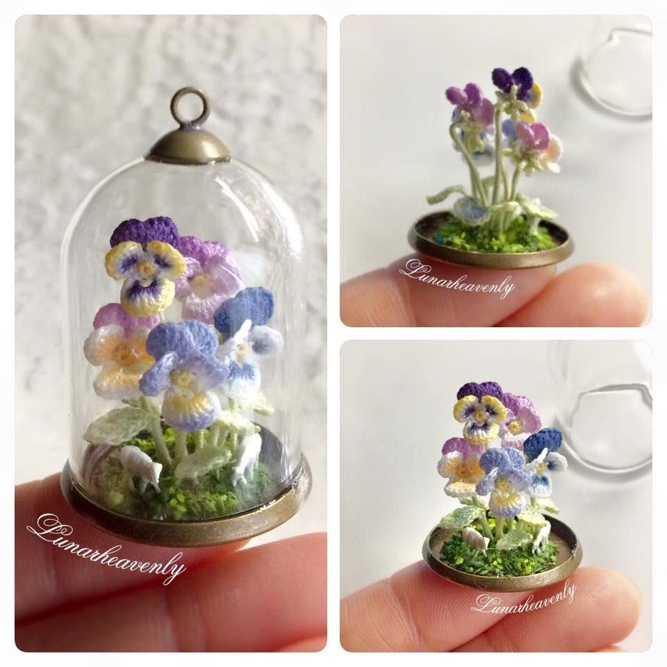 Na verdade, mil flores, 90% mini-flores. Lindas, minúsculas, encantadoras.  Não me vejo fazendo tais miniaturas, jamais, rissss.  A magnífic...