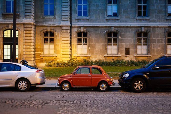 """Quando si dice """"Piccola Grande Fiat 500"""" !! (by meewoshon Tumblr) http://ift.tt/1lxIEna - Il portale del Cinquecentista vero!"""