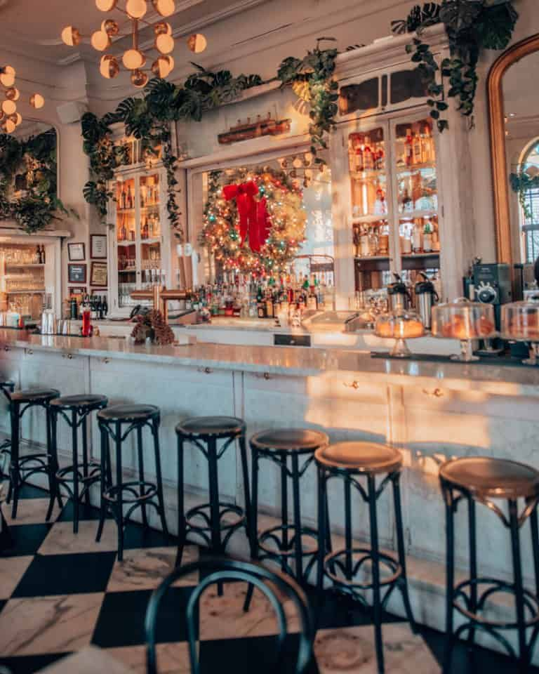 16 Of The Cutest Cafes In Nyc Coffee Shops In New York For Your Caffeine Fix In 2020 Coffee Shop Aesthetic Cosy Cafe Coffee Shop Decor