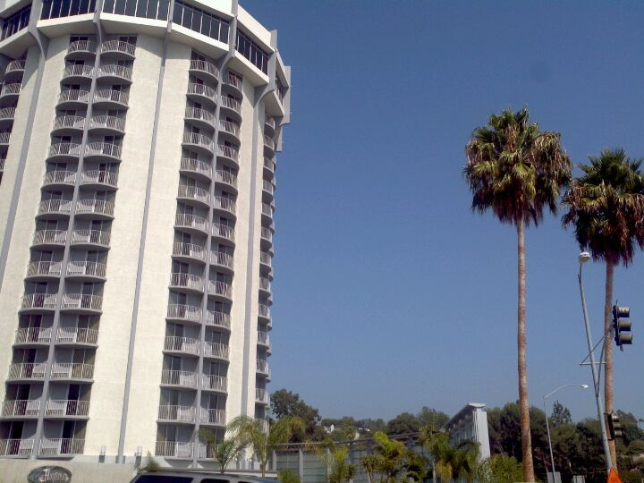 Hotel Angeleno Is An Eco Friendly Centrally Located In Los Angeles And Conveniently