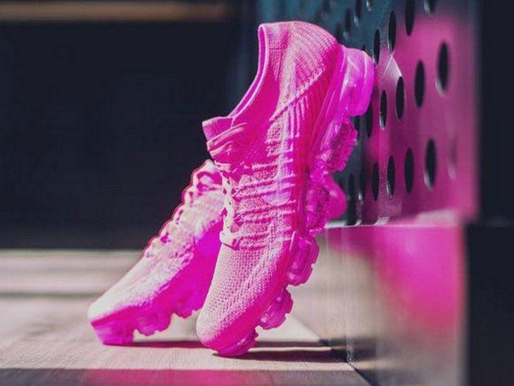 brand new d26a8 6be7a Nike Air Vapormax Flyknit Hyper Punch Pink Blast Women ...
