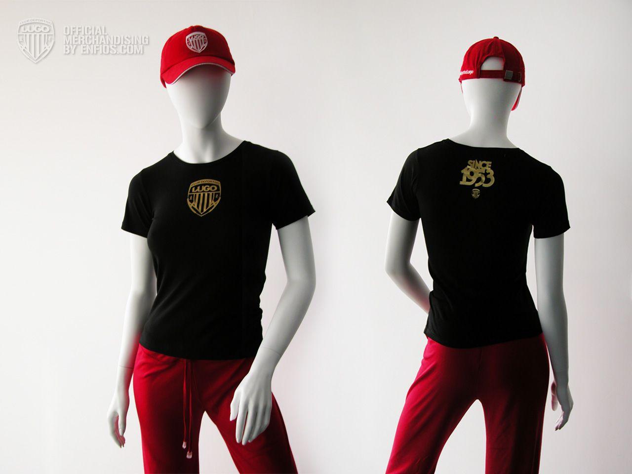 """La camiseta T-Shirt Black """"women""""del Club Deportivo Lugo es una camiseta de alta calidad, 100% algodón, punto tubular, cuello canalé, doble pespunte y tapacosturas en el mismo material, es entallada.    Esta camiseta es negra serigrafiada en color dorado. En la parte central superior del pecho con el escudo del Club Deportivo Lugo y un logo de la fundación del Club """"SINCE 1953"""" con un pequeño escudo justo debajo situado en la nuca.    La puedes encontrar en las tallas """"S"""", """"M"""", """"L""""."""