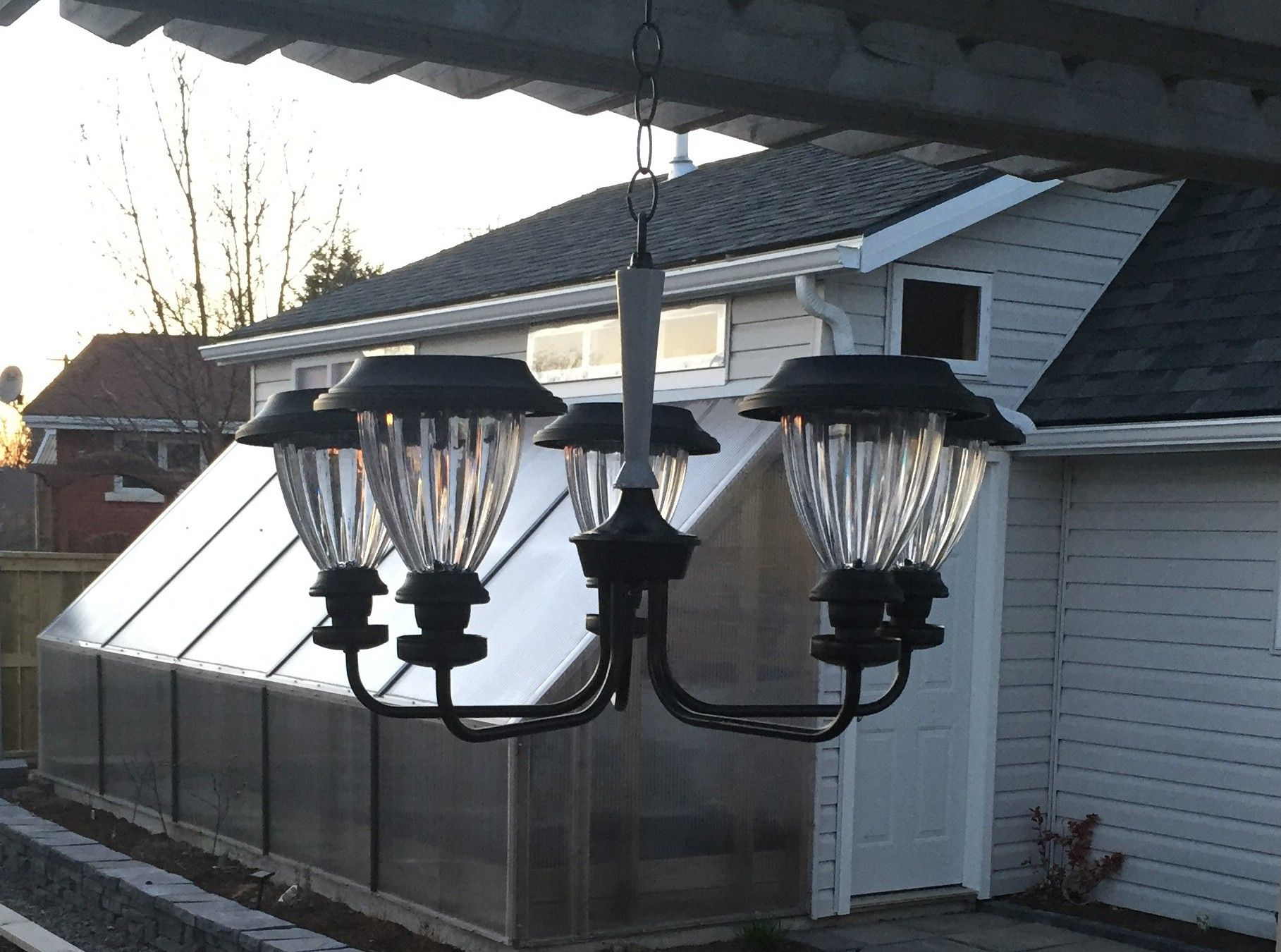 DIY SOLAR GARDEN CHANDELIER Love the look of a solar garden