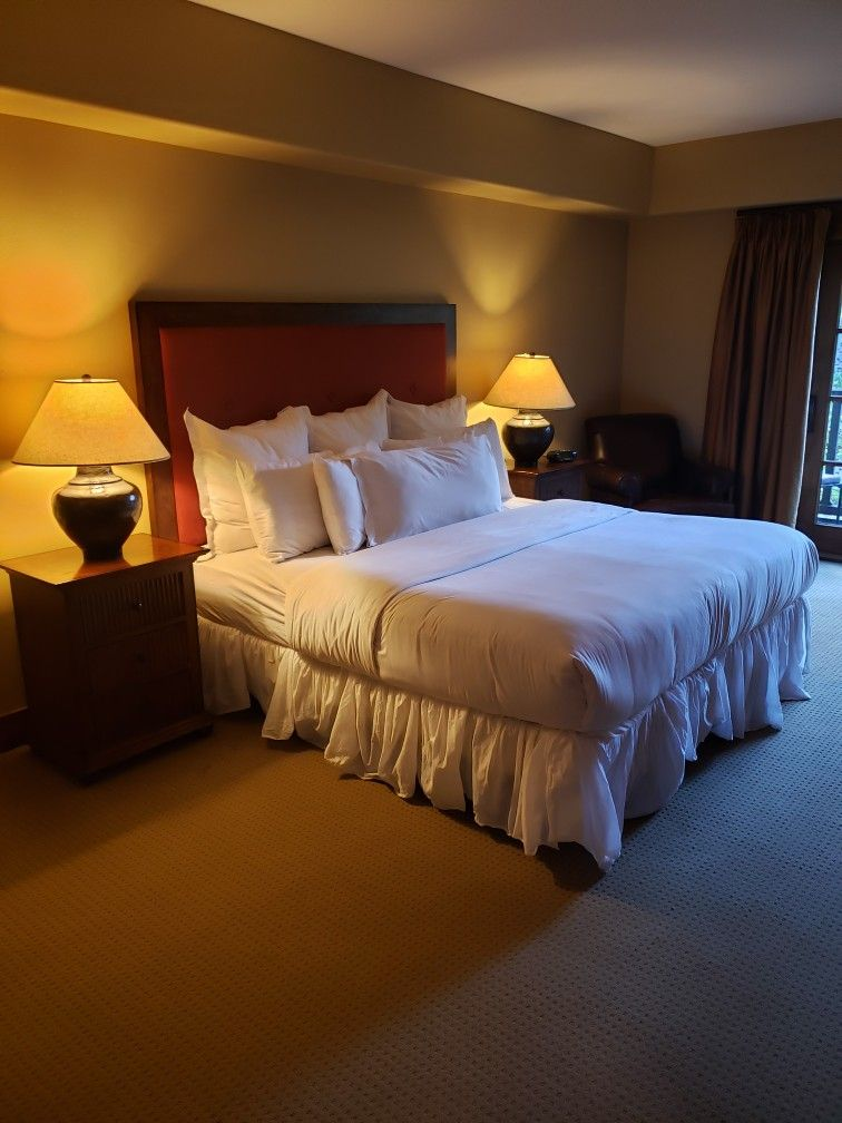 A look at the rooms here at the lodge at osprey meadows
