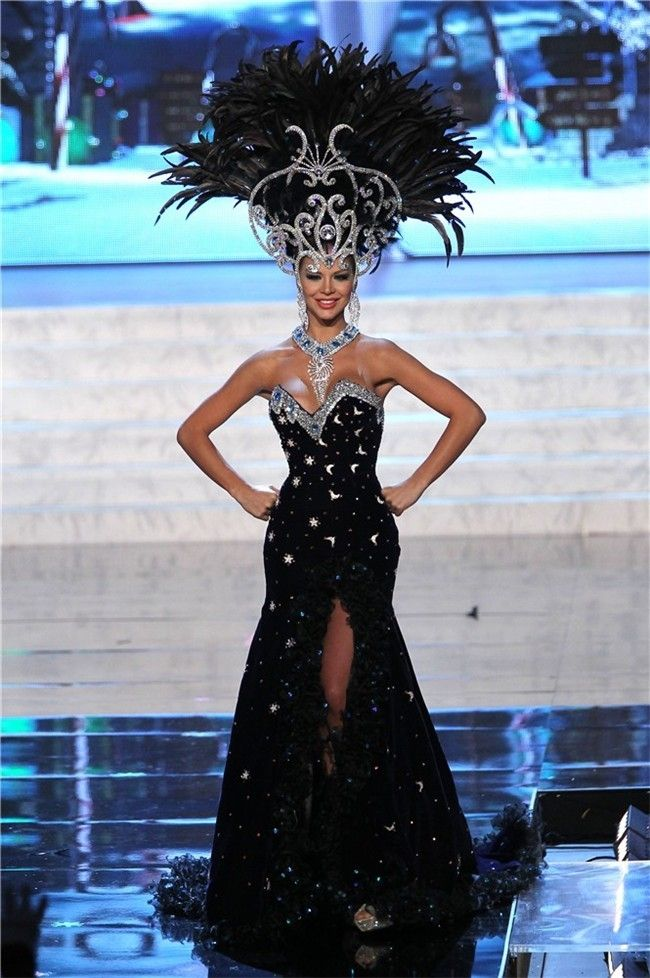 b9711a493 Desfile traje típico Miss Universo 2012  Miss Paraguay