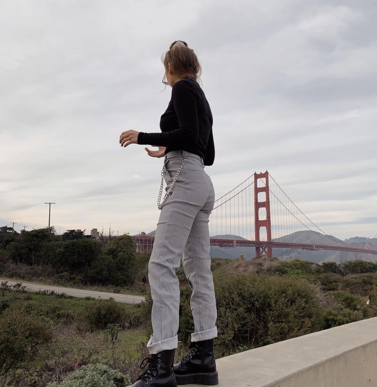 Urban Grunge Outfit With Dr Martens Boots And Grey Pants Emma Chamberlain Ropa Moda Fotos