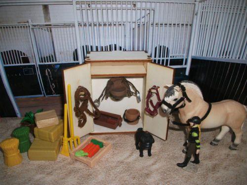 sattelschrank zubehoer f schleich papo colleca pferdestall reitset farmlife stal basteln. Black Bedroom Furniture Sets. Home Design Ideas