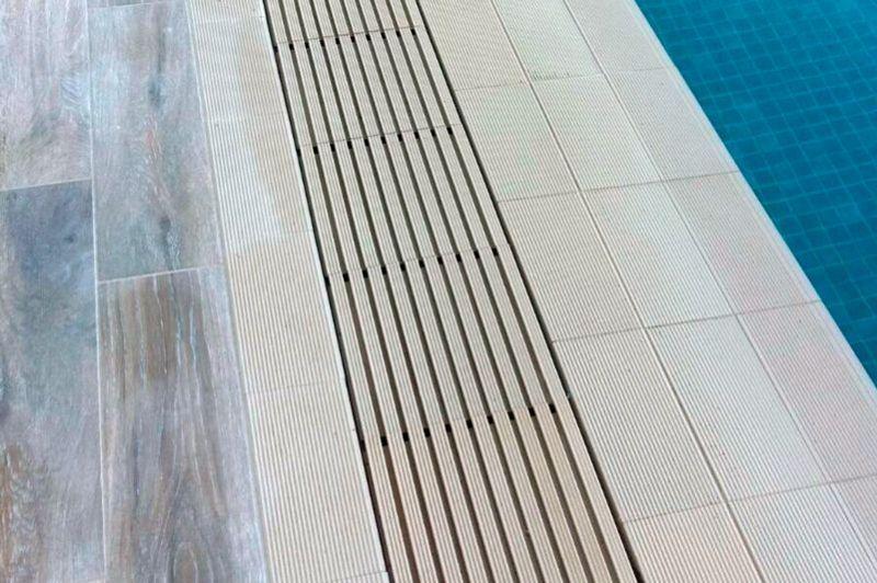 Rejilla piscina desboradante