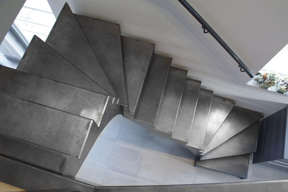 Foto 1 van 13: Trap uit natuurlijk blauw staal (project te Denderbelle)